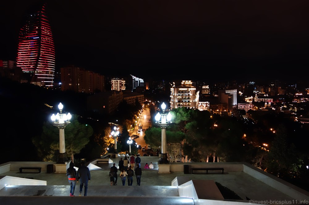 アゼルバイジャン バクー市内の夜景
