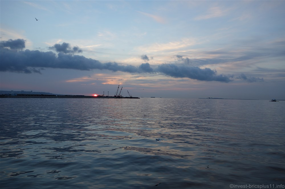 カスピ海で見る朝日