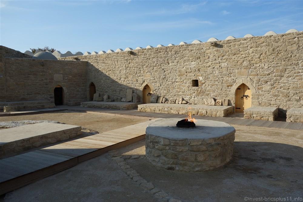 アゼルバイジャンの世界遺産アテシュギャーフ拝火教寺院(Atashgah Zoroastrian Fire Temple)